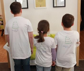 Die fleißigen Helferlein hatten sogar T-Shirts mit Logo - Handarbeit, versteht sich