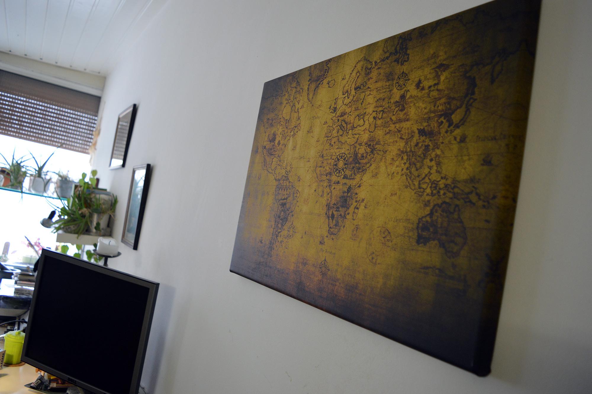 weltkarte auf leinwand von aus heiterem himmel werbung entdecke kraichtal. Black Bedroom Furniture Sets. Home Design Ideas